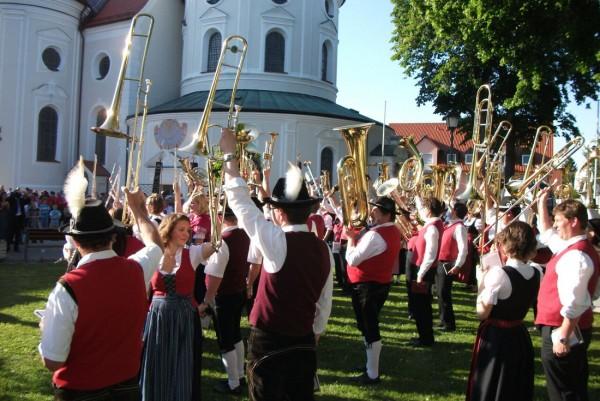 Link zum Artikel «Pfingstfestzelt Klosterlechfeld 2015»