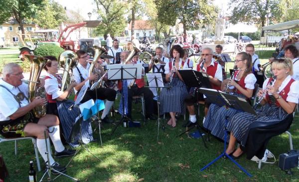 Link zum Artikel «Musikkapelle umrahmte traditionellen Handwerkermarkt»